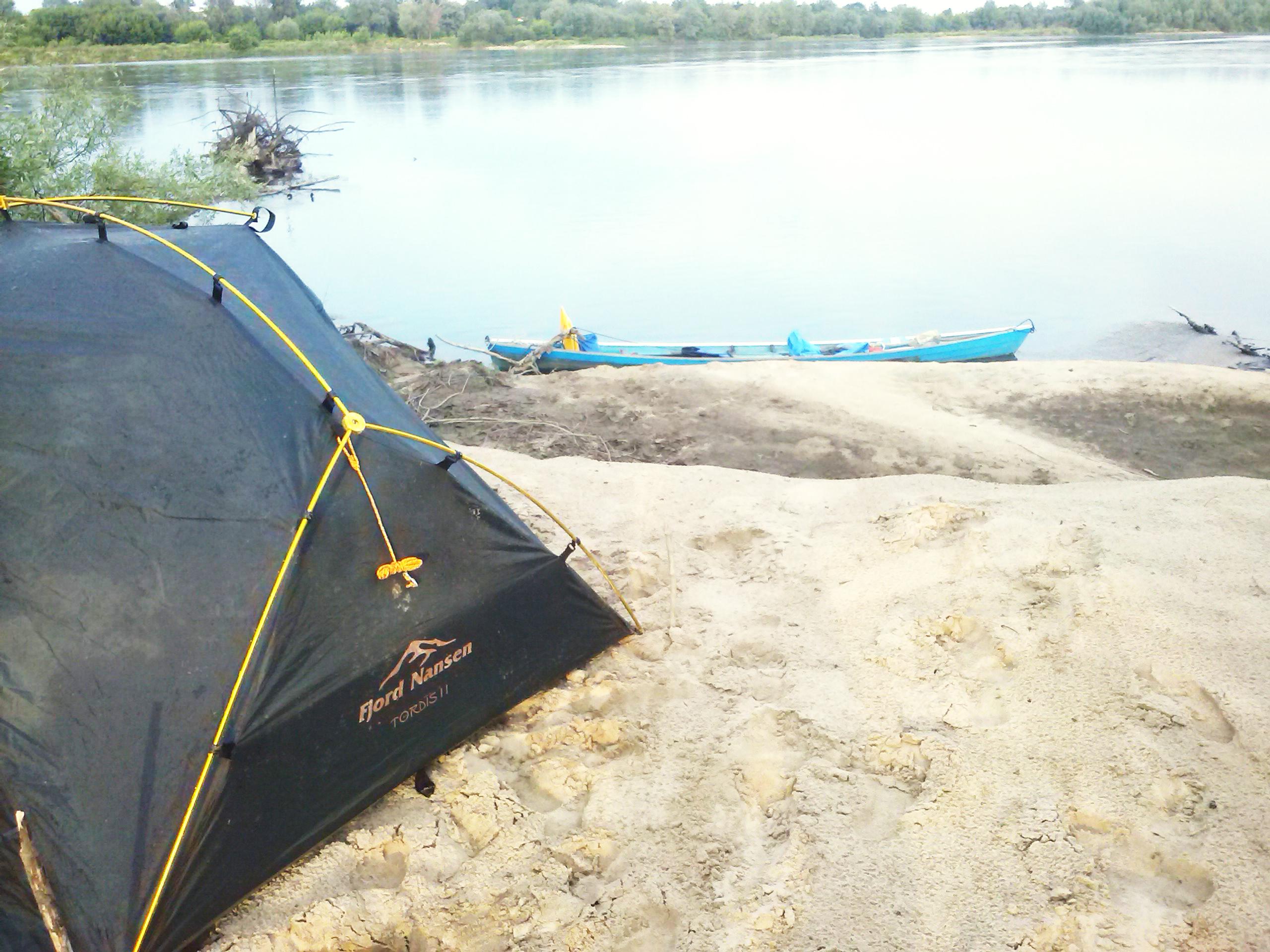 namiot i łódka